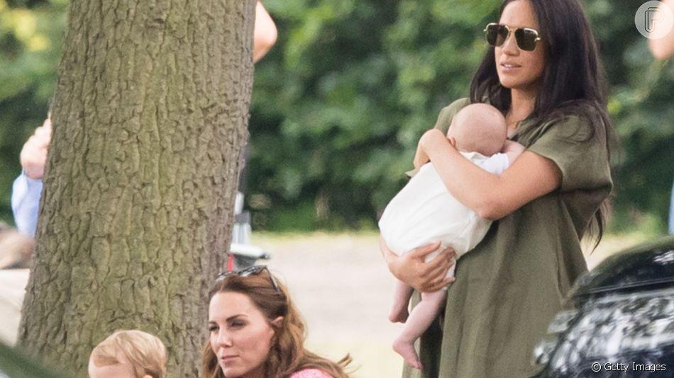 Meghan Markle e Kate Middleton passeiam com os filhos em evento com Príncipe William e Príncipe Harry