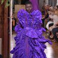 Púrpura é uma das cores da nova estação e apareceu na passarela de alta-costura da Valentino