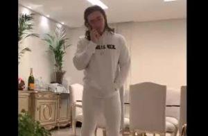 Whindersson Nunes imita marido de Simone com suas roupas e sapato de luxo. Vídeo