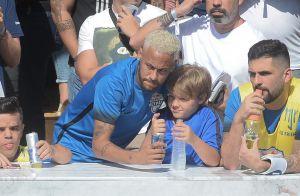Novo visual! Neymar aparece com cabelo loiro em evento com filho, Davi Lucca