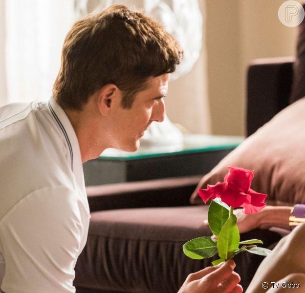 Régis (Reynaldo Gianecchini) se apaixona por Maria da Paz (Juliana Paes) na novela 'A Dona do Pedaço'