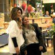 Juliana Paes tirou foto com fãs em passeio em shopping no Rio de Janeiro, nesta quinta-feira, dia 18 de julho de 2019