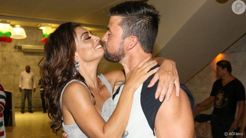 Juliana Paes, casada há 10 anos, vê melhora na vida íntima com o marido, Carlos Eduardo Baptista, em entrevista nesse domingo, dia 21 de julho de 2019