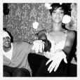 Rihanna publica foto de uma festa surpresa de seu aniversário de 20 anos ao lado de Chris Brown nesta quarta-feira, 20 de fevereiro de 2013