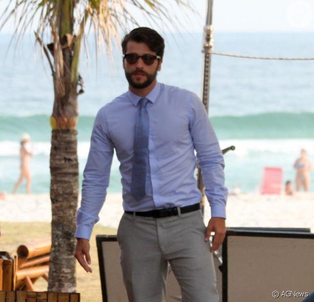 Bruno Gagliasso gravou a série 'Dupla Identidade' na praia da Barra da Tijuca, nesta segunda, 13 de outubro de 2014