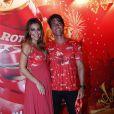 Grávida de quatro meses, Juliana Paes curte os desfiles das escolas de samba do Rio com o marido, Carlos Eduardo Baptista