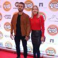 Luiza Valdetaro chega de mãos dadas com o novo namorado, Felipe Abad, em première do filme 'Simonal'