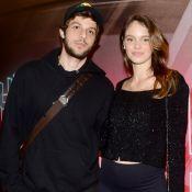 Laura Neiva evidencia barriga de gravidez em pré-estreia com Chay Suede. Fotos!
