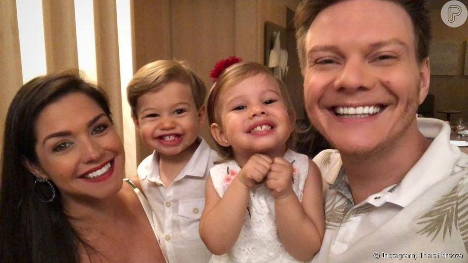Michel Teló e os filhos foram filmados em momento de diversão por Thais Fersoza nesta quinta-feira, dia 15 de outubro de 2019
