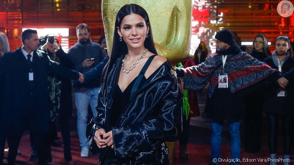 Bruna Marquezine brilhou com look grifado em sua estreia no Festival de Gramado nesta segunda-feira, dia 19 de agosto de 2019