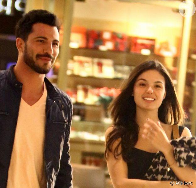 Isis Valverde decide morar com o namorado, Uriel del Toro, diz revista 'Contigo!'