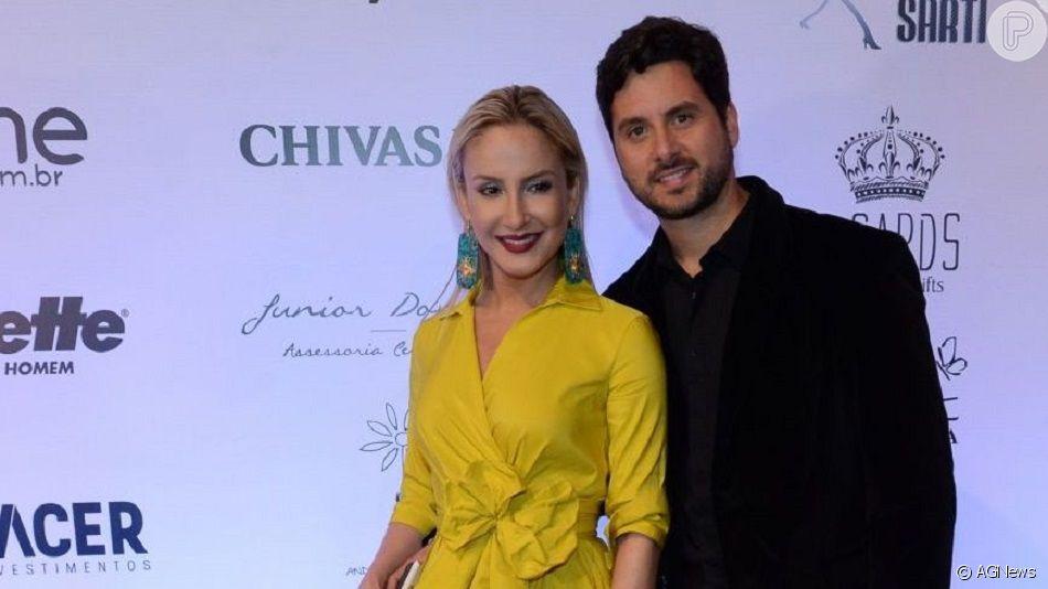 Claudia Leitte mostra o marido, Márcio Pedreira, com a filha, Bela, no colo em foto postada nesta quinta-feira, dia 29 de agosto de 2019