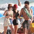 Agatha Moreira e Rodrigo Simas deixam praia com amiga