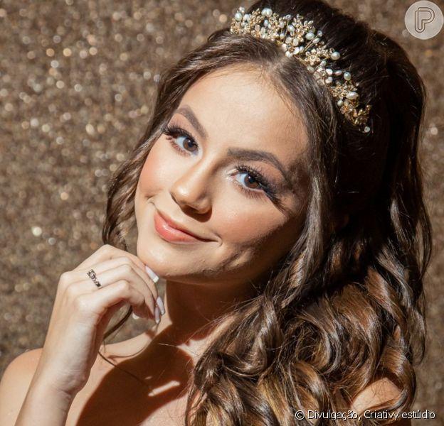 Bela Fernandes, atriz da novela 'As Aventuras de Poliana', usou três vestidos que somaram mais de 170 mil cristais em sua festa de aniversário de 15 anos em castelo de São Paulo