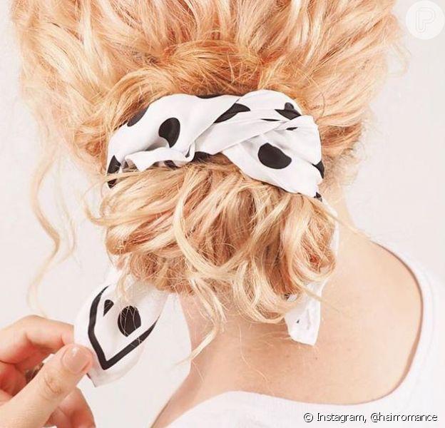 Cabelo cacheado: blogueira australiana ensina 3 tipos de penteados com lenço!