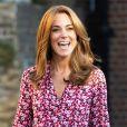 Kate Middleton deixa cabelo solto e usa make natural em 1º dia da filha na escola nesta quinta-feira, dia 05 de setembro de 2019