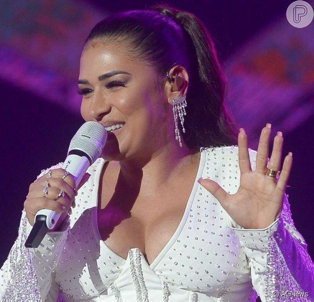 Simone, da dupla com Simaria, posou com prato de coxinhas e mandou recado para Lívian Aragão nesta quinta-feira, 5 de setembro de 2019