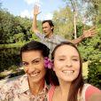 Mirela (Larissa Manoela) faz sucesso na web com lives sobre sua vida no campo na novela 'As Aventuras de Poliana'