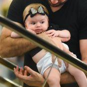 Thaeme Mariôto e a filha combinam no estilo e mostram looks em aeroporto. Fotos!