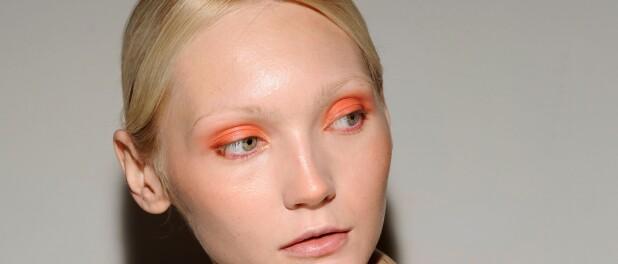 A beleza da Fashion Week de Milão tem glitter, makes coloridas e batom bicolor