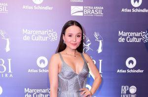Brilho e pretinhos nada básicos: os looks dos famosos no Prêmio Bibi Ferreira