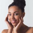 Pele oleosa no verão: o calor dilata os poros, aumenta a circulação sanguínea e faz as glânduas produzirem mais sebo, o que aumenta a oleosidade desse tipo de pele