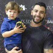 Em família! Gusttavo Lima sobe ao palco de show com Andressa Suita e os filhos