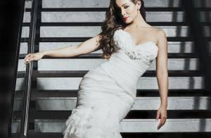 Carol Nakamura posa vestida de noiva após término com Sidney Sampaio