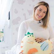 Carol Dantas revela aumento do número de sutiã após gravidez: 'Carol leitinho'