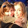 Grazi Massafera levou a filha, Sofia, ao Rock in Rio, e ao postar foto com a menina, ganhou elogio de Caio Castro