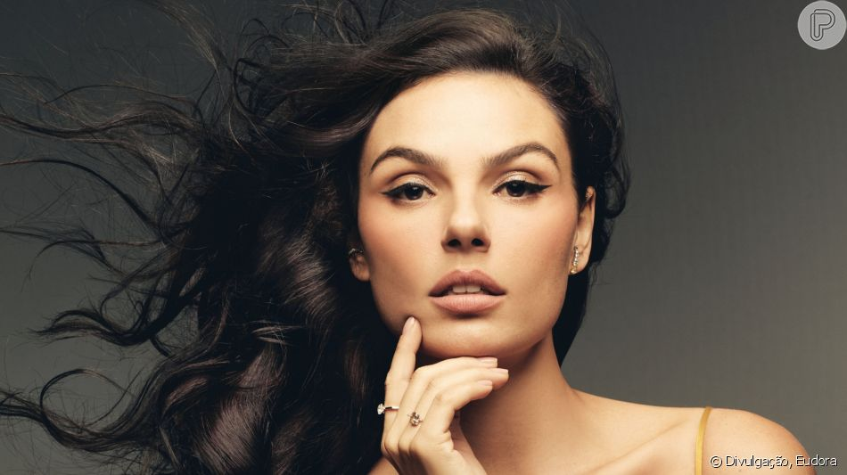 Isis Valverde surgiu deslumbrante em campanha de beleza