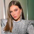 Flavia Pavanelli é flagrada aos beijos com empresário (vídeo abaixo)
