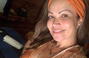 Solange Almeida deixa barriga à mostra em look com manga bufante. Veja foto!
