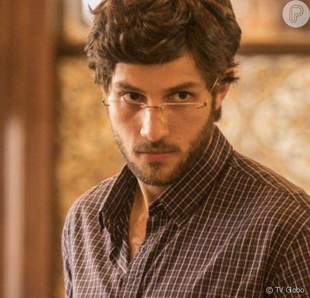 Danilo (Chay Suede) é o xodó de Thelma (Adriana Esteves) e, ao virar independente, deixará a mãe transtornada na novela 'Amor de Mãe'
