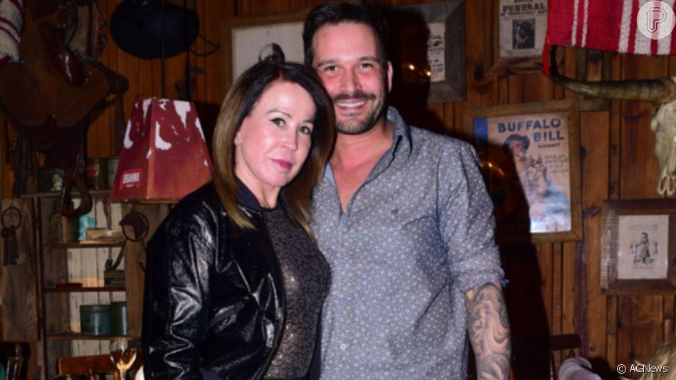 Zilu elege vestido curto para comemoração de aniversário com o namorado, Marco Augusto Ruggiero, nesta sexta-feira, dia 25 de outubro de 2019
