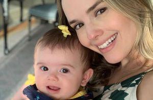 De maiô, Thaeme Mariôto curte viagem e posa com a filha, Liz, em Dubai. Veja!