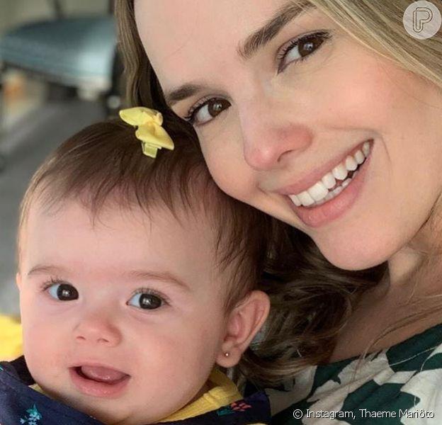 Thaeme Mariôto posou de maiô em foto com a filha, Liz, nesta segunda-feira, 28 de outubro de 2019