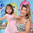 Mulher do sertanejo Cristiano e mãe de Pietra, de 2 anos, Paula Vaccari está grávida de 6 meses do segundo filho, Cristiano Junior