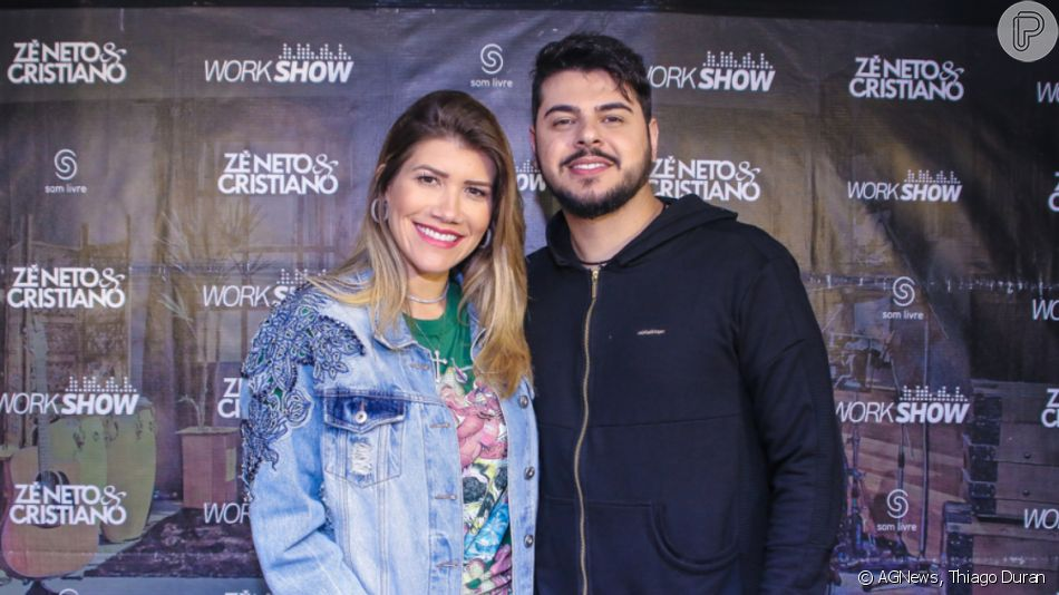 Mulher do sertanejo Cristiano, dupla de Zé Neto, Paula Vaccari evidenciou a barriguinha de seis meses de gravidez em foto