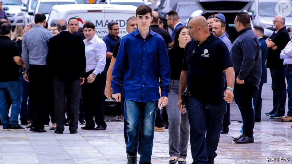 Filho de Gugu Liberato, João Augusto falou sobre o pai durante velório do apresentador nesta quinta-feira, 28 de novembro de 2019