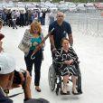 Mãe de Gugu Liberato, Maria do Céu chegou de cadeira de rodas ao velório