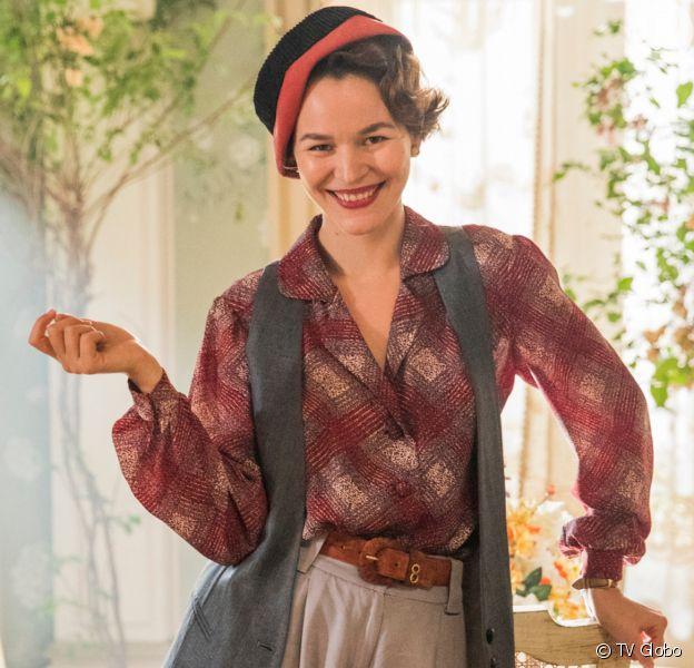 Adelaide (Joana de Verona) começa a sair com Alfredo (Nicolas Prattes) na novela 'Éramos Seis'