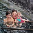 Filha de Sabrina Sato, Zoe se diverte com a avó, Kika, e o primo Felipe