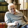 Nos próximos capítulos da novela 'Bom Sucesso', Alberto (Antonio Fagundes) recebe conselho da neta, Sofia (Valentina Vieira), para gravar vídeos contando sobre ele e sua família