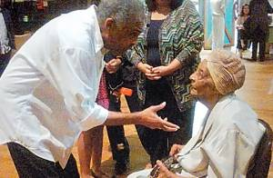 Gilberto Gil já está na Bahia; sepultamento de Dona Coló será domingo de manhã