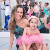 Ingrid Guimarães faz aula de ballet fitness junto com a filha, Clara, no Rio