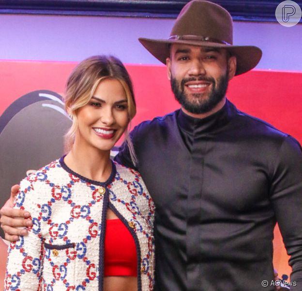 Gusttavo Lima pede ajuda de Andressa Suita com look em vídeo na madrugada de sábado, dia 21 de dezembro de 2019