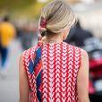 Você também pode usar o lenço embutido na trança para deixar o look de Réveillon mais cool