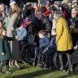 Kate Middleton e a filha, Charlotte, conversaram com crianças cadeirantes