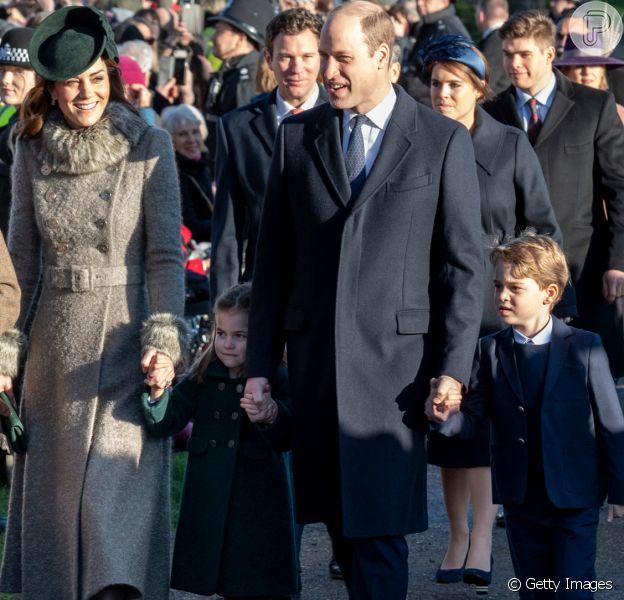 De presente fofo aos looks: tudo sobre George e Charlotte em 1ª missa de Natal nesta quarta-feira, dia 25 de dezembro de 2019